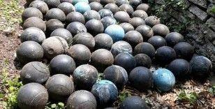 Evinde yaptığı tadilatta, merdiven altında gömülü 160 adet bowling topu buldu