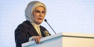 Emine Erdoğan: Türkiye demokrasinin ilkelerine ve bağımsızlığına sahip çıkmada ilelebet tek yürektir