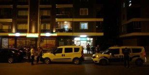 Eşinin silahlı saldırısına uğrayan polis memuru hayatını kaybetti