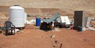 İsrail askerlerinin evlerini yıktığı Filistinli bedevi aileler kavurucu yaz sıcağında ortada kaldı