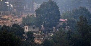 Mersin'de devam eden orman yangını nedeniyle boşaltılan evler görüntülendi