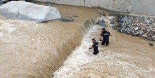 Rize'deki sel ve heyelanda kaybolan 2 kişiyi arama çalışmaları sürdürülüyor