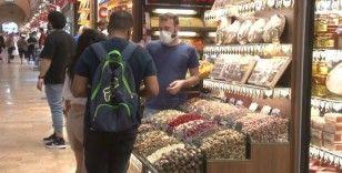 Eminönü'nde bayram alışverişi yoğunluğu yaşanıyor