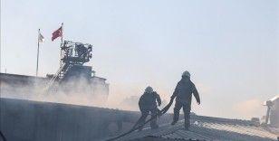 Eyüpsultan'da plastik fabrikasında yangın çıktı