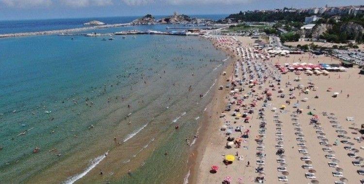 Bayram tatilini fırsat bilen İstanbullular Şile plajlarına akın etti