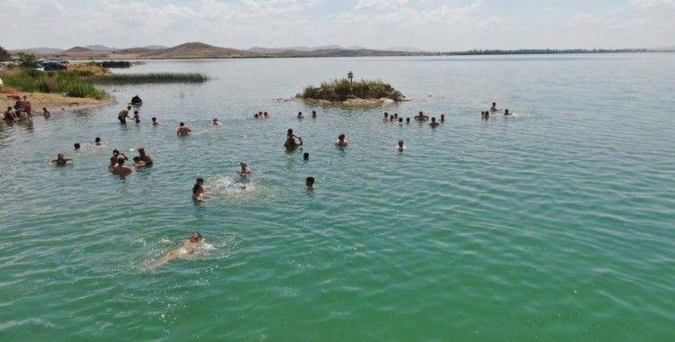 Sivas'ta Antalya plajlarını aratmayan görüntüler