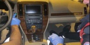 Zırhlı aracın mıknatısla açılan gizli bölmesinden silah ve uyuşturucu çıktı