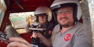 Off-road tutkunu dede ve torun 'Pıtırcık' ile pistlerin tozunu attırıyor