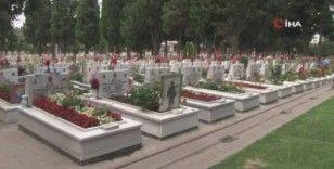 Edirnekapı Şehitliği'nde Kurban Bayramı Arefesinde hüzün vardı