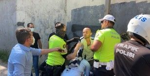 İstanbul'un ortasında polisin silahını almaya çalışan şahıs etkisiz hale getirildi