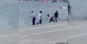 Büyükçekmece'de restoran çalışanları denize giren vatandaşlara böyle saldırdı