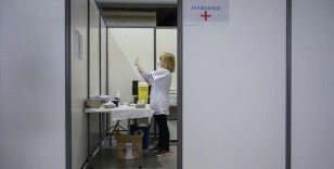Fransa'da Kovid-19 aşısı zorunluluğu ve sağlık kartı uygulaması tartışılıyor