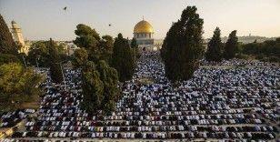 On binlerce kişi Mescid-i Aksa'da bayram namazı kıldı