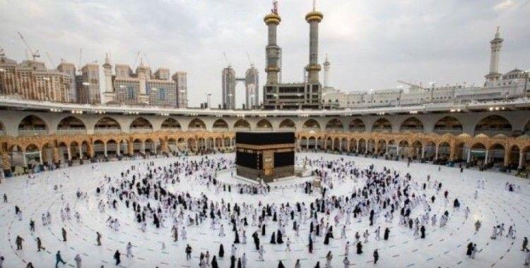 Hacı adayları Kurban Bayramı namazını Kabe'de kıldı