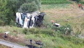TEM'de şarampole uçan LPG yüklü tanker traktörün üzerine düştü: 1 yaralı