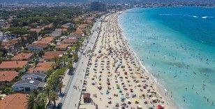 Tatilci yoğunluğu yaşanan Çeşme'de günlük nüfus 1 milyonu aşıyor