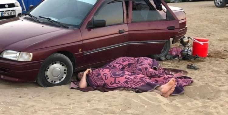 Oteller yüzde yüz doldu, dışarıda kalan tatilciler araçlarında ya da yerde uyudu
