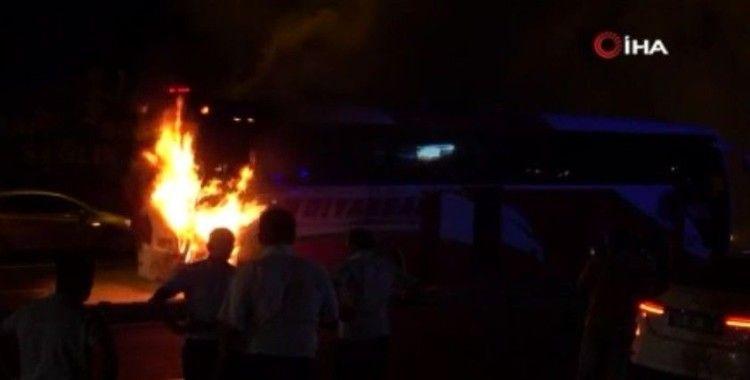 Diyarbakır'da faciadan dönüldü: Yolcu otobüsü seyir halindeyken cayır cayır yandı