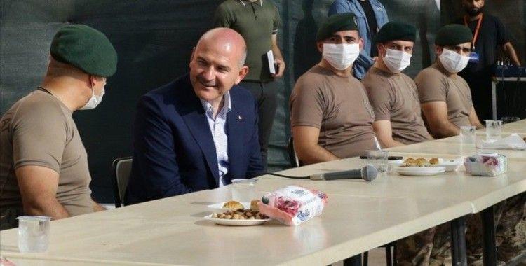 İçişleri Bakanı Soylu, Zeytin Dalı bölgesinde görev yapan güvenlik güçleriyle bayramlaştı