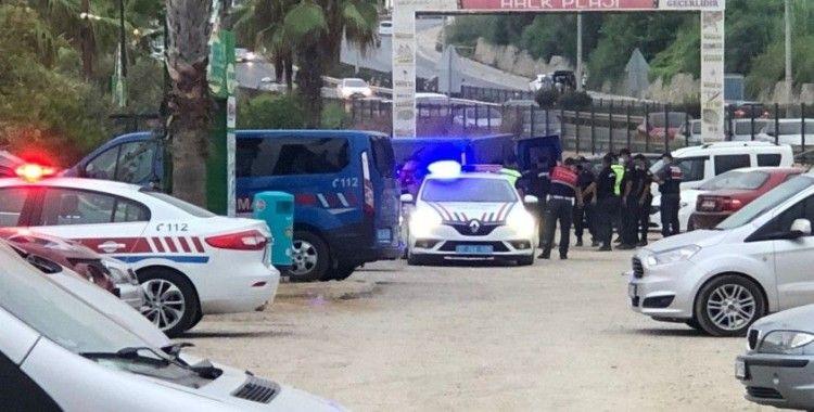 Kendilerini uyaran plaj işletmecilerine bıçak ve sopayla saldırdılar: 2 yaralı
