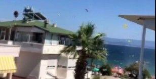 Turistik beldede oluşan hortum sahili birbirine kattı, 3 kişi yaralandı