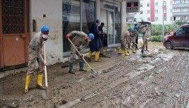 Arhavi'de yaşanan sel afetinin ardından temizlik çalışmaları devam ediyor
