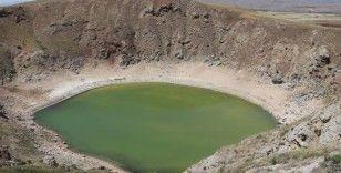 Kuraklık gölün rengini değiştirdi