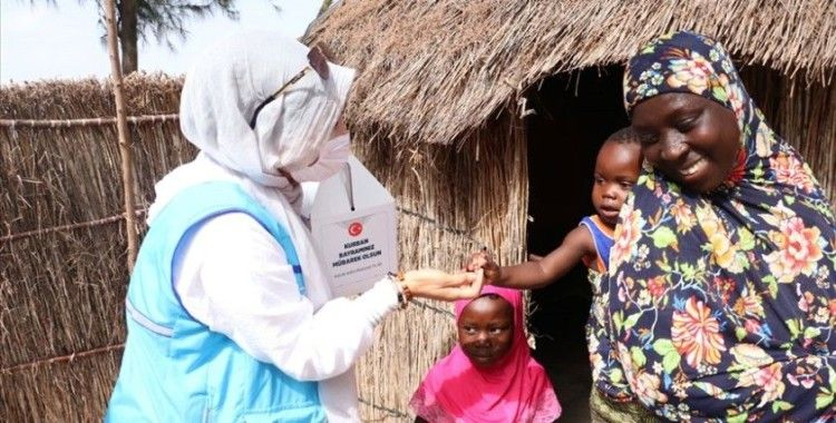 Türkiye Diyanet Vakfı ekipleri, zorlu yolları aşıp Senegallilerin yardımına koşuyor