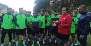 Bursasporlu futbolcu ve teknik ekipten basın mensuplarına büyük jest