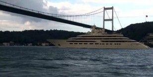 Dilbar İstanbul Boğazı'ndan geçti