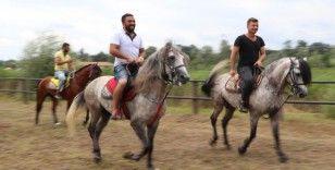 Geleneksel Rahvan At Yarışları nefes kesti
