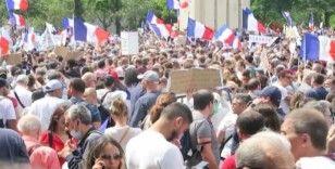 Fransa'da aşı karşıtları ve polis arasında arbede