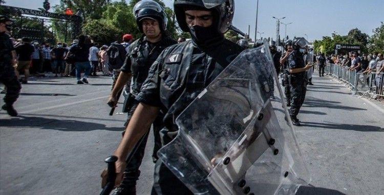 Tunus'ta güvenlik güçleri Al Jazeera ofisini bastı