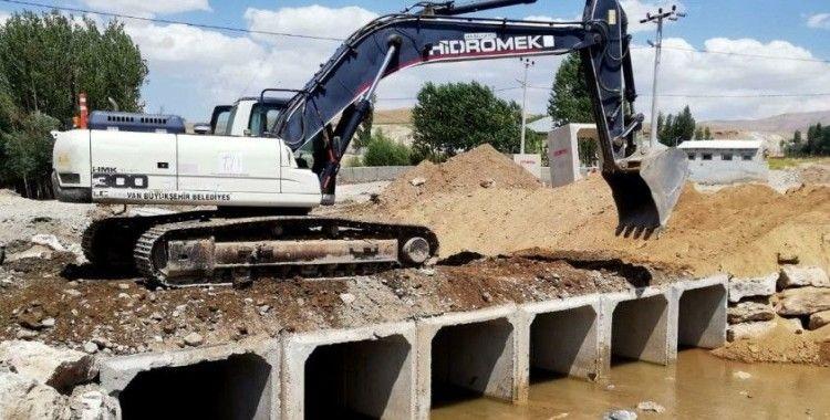 Büyükşehir'den sel ve su taşkınlarına karşı menfez çalışması