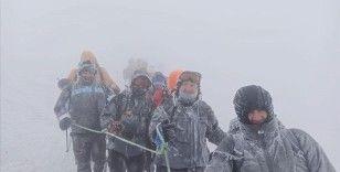 Ağrı Dağı'nda zirve tırmanışı yaparken kaybolan 5 sporcuyu dağcılar kurtardı