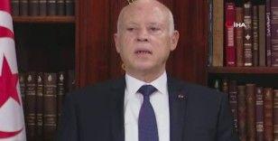 Tunus'ta Başbakan görevden alındı, meclisin yetkileri donduruldu, halk kutlama yaptı