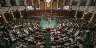 Tunus Meclisindeki partilerin çoğu Cumhurbaşkanı Said'in darbe girişimini anayasaya aykırı buluyor