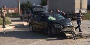 Kamyon ile otomobil çarpıştı, aynı aileden 5 kişi yaralandı