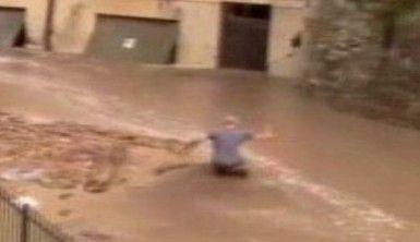 İtalya'da sel ve toprak kayması, Cadde ve sokaklar sular altında kaldı