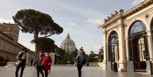Vatikan'da Kardinal Becciu'nun adının karıştığı yolsuzluk davası başladı