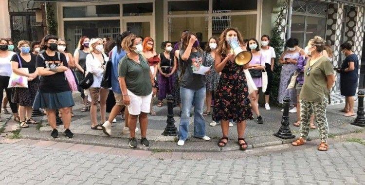 Kadıköy'de 17 yaşında kız çocuğuna iğrenç tacize kadınlardan protesto