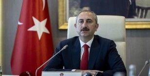 Adalet Bakanı Gül, başsavcılıklarca yangınların sebebinin her yönüyle araştırıldığını bildirdi