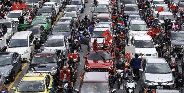 Bangkok'ta yüzlerce araçlık hükümet karşıtı protesto