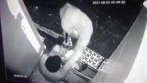 Otel çalışanına silahlı saldırı kamerada