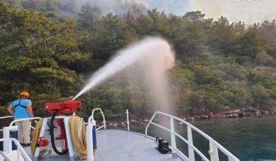 Ulaştırma ve Altyapı Bakanlığı, hızlı tahlisiye botu ile yangına denizden müdahale etti