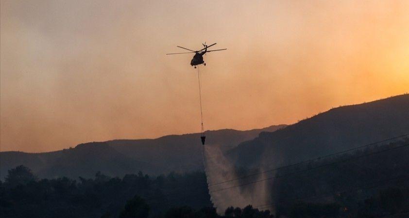 Muğla'daki yangın sırasında helikopterden bırakılan suyun altında kalan kişi şans eseri yaralanmadı