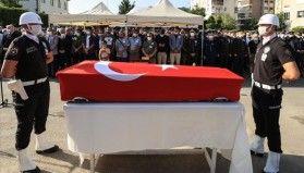 İzmir'de trafik kazasında şehit olan polis memuru Okçu son yolculuğa uğurlandı