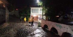 Meksika'yı sel vurdu: 4 ölü