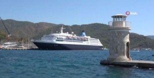 Dev yolcu gemisi Muğla'nın Marmaris ilçesinde