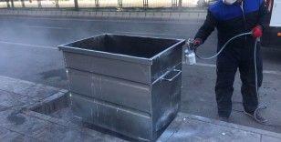 Bağlar'da çöp konteynerleri dezenfekte edilerek boyanıyor